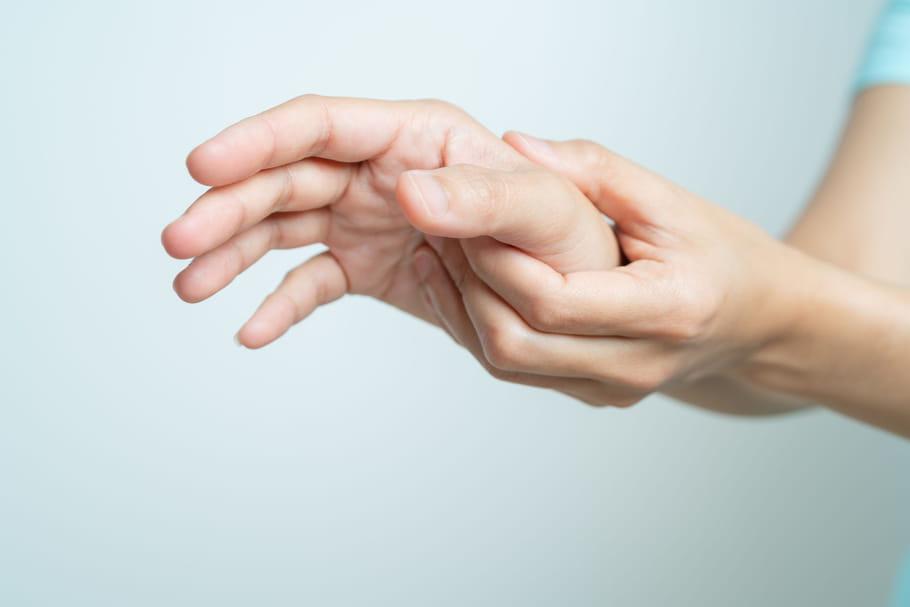 Arthrite de la main: symptômes, quels traitements pour la soulager?