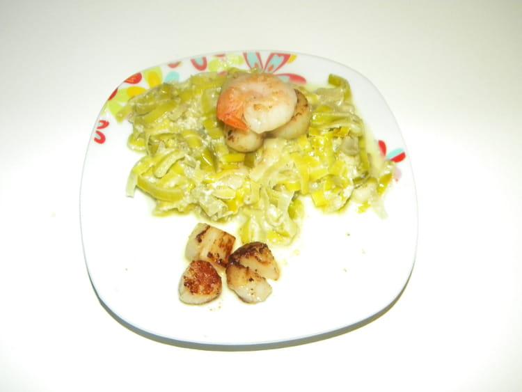 Recette de noix de saint jacques sur lit de fondue de poireaux la recette facile - Recette de noix de st jacques sur lit de poireaux ...