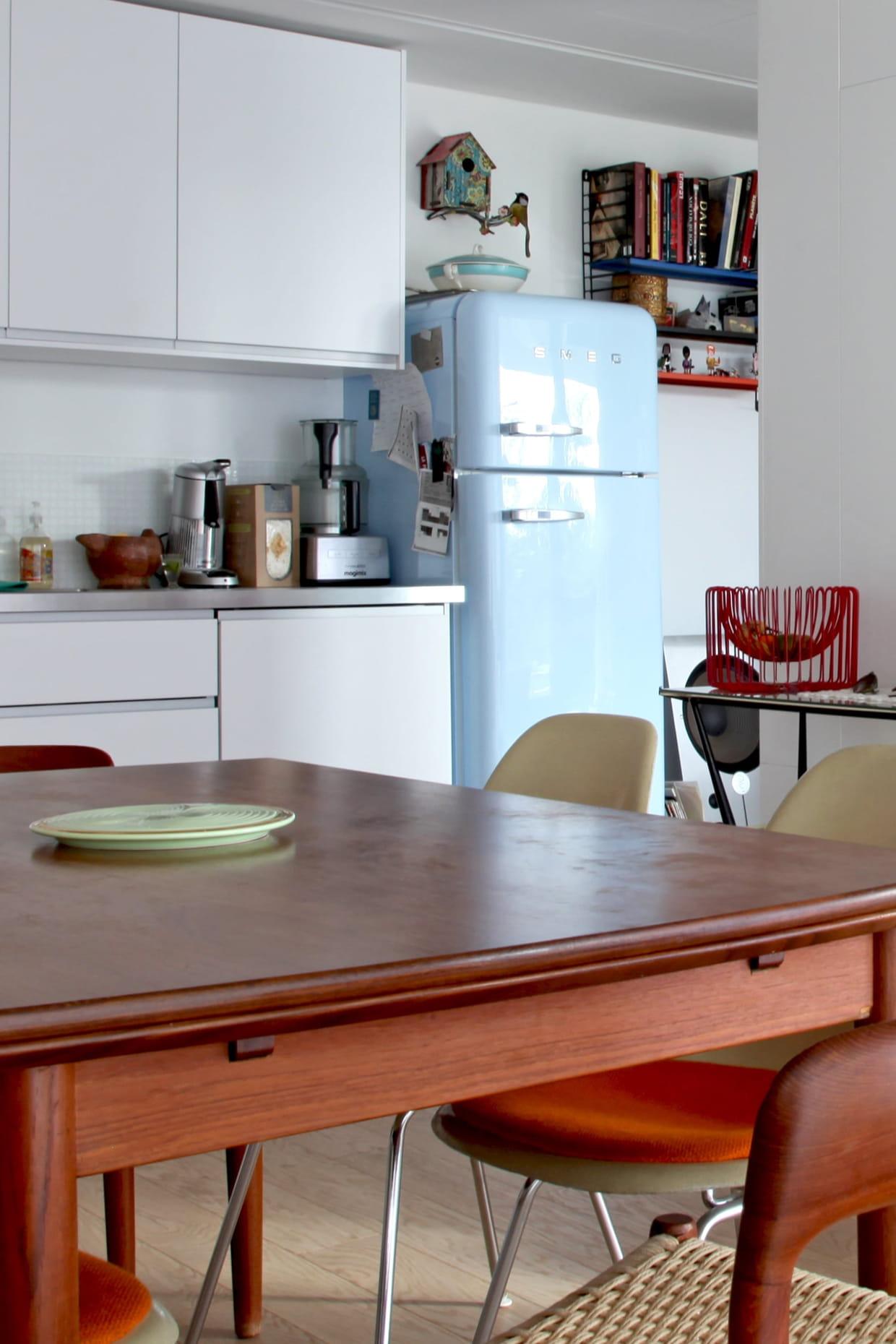cuisine avec r frig rateur r tro pastel. Black Bedroom Furniture Sets. Home Design Ideas