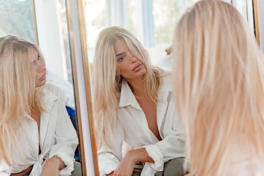 Emily Ratajkowski change de tête et devient blonde