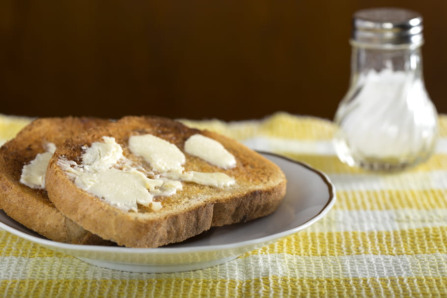Comment beurrer une biscotte sans la casser ?