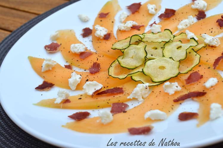 Carpaccio de melon, chèvre et chips de courgettes