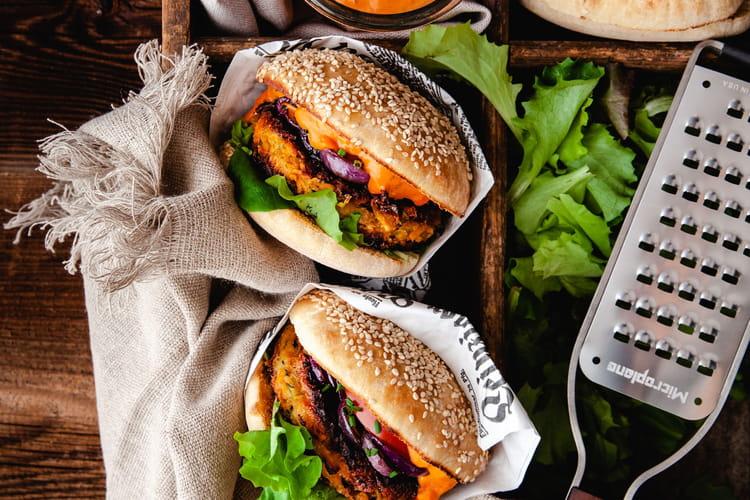 Burger végétarien avec courgettes, patates douces et pois chiches