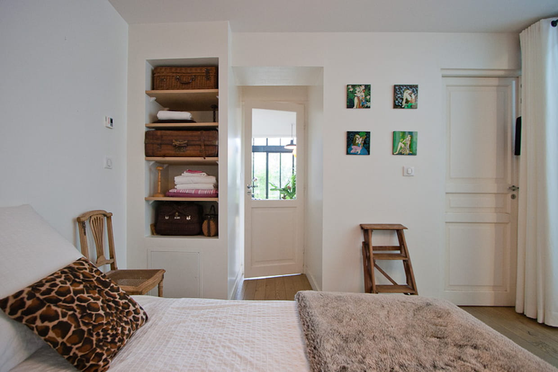 chambre moderne et marron. Black Bedroom Furniture Sets. Home Design Ideas
