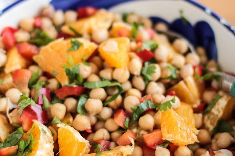 Salade de pois chiches aux poivrons, orange et coriandre