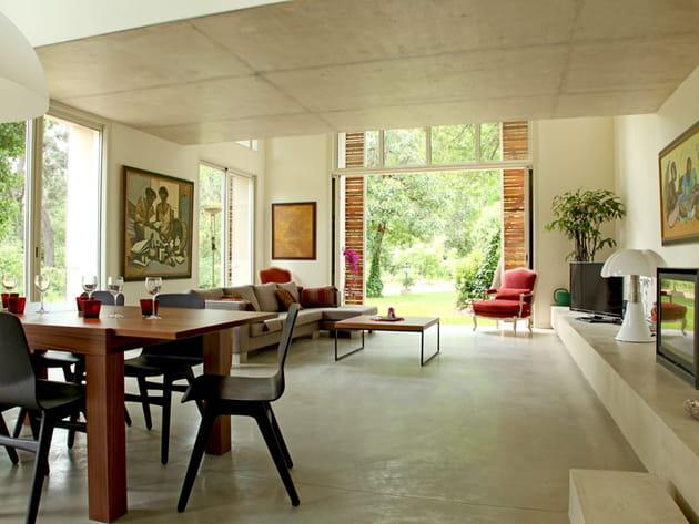 maison contemporaine en pleine nature. Black Bedroom Furniture Sets. Home Design Ideas