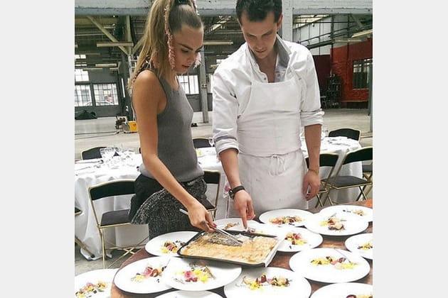 Juan Arbeleaz avec Cara Delevingne
