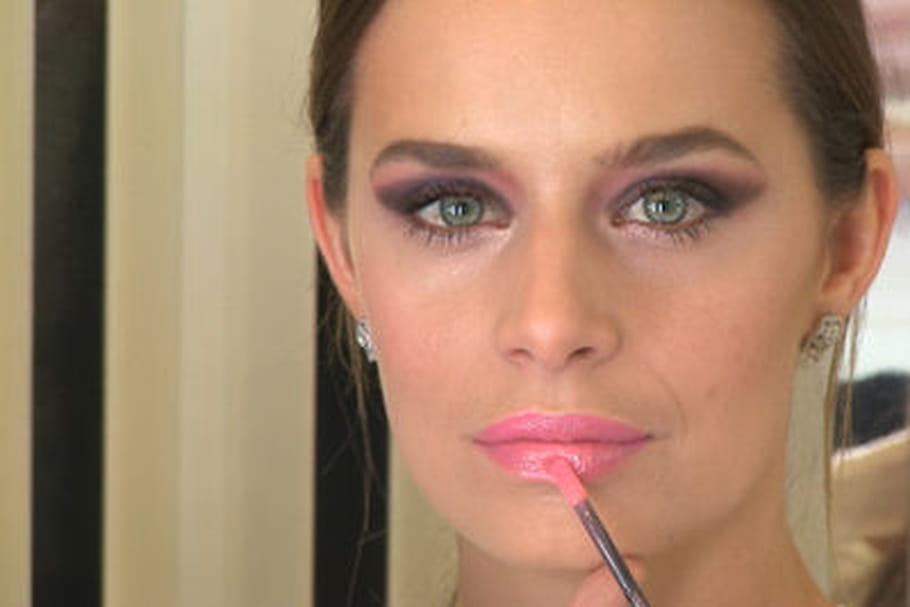 Comment se faire un maquillage de défilé par Gilles Goasampis de chez Chanel