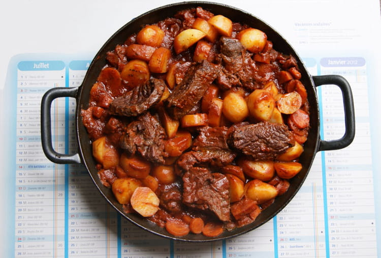 Boeuf bourguignon la meilleure recette - Cuisiner une joue de boeuf ...