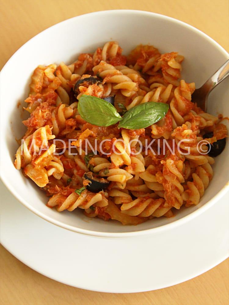 recette de p 226 tes au thon 224 la tomate et aux olives la recette facile