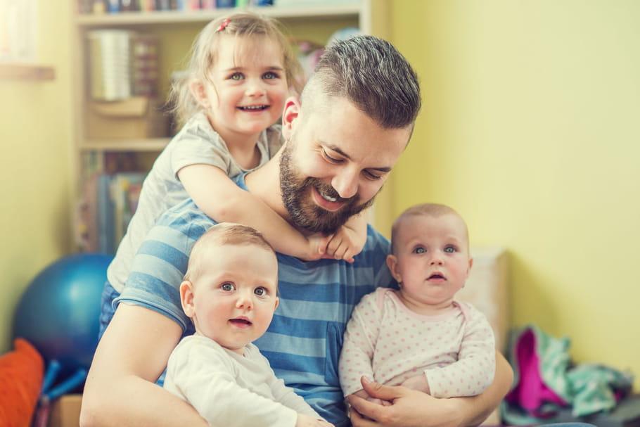Qui de papa ou maman garde le plus souvent les enfants?