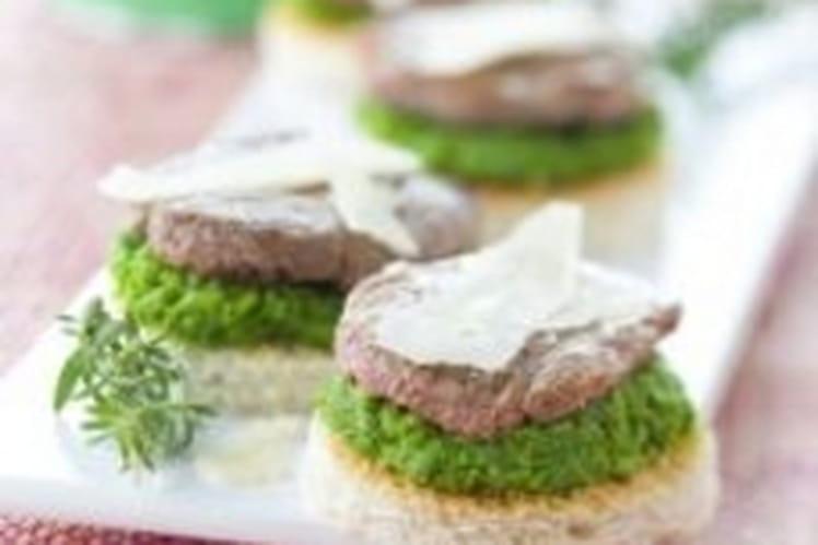 Toast d'agneau, purée de pois et parmesan
