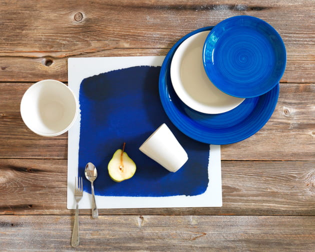 Set de table et assiettes en bleu indigo de Ikea