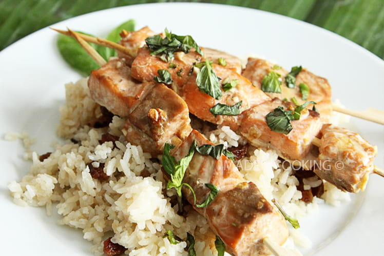 Brochettes de saumon, gingembre et basilic chinois