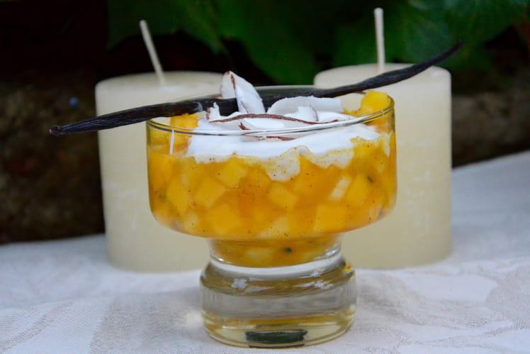 Verrines de nage de fruits exotiques et chantilly coco
