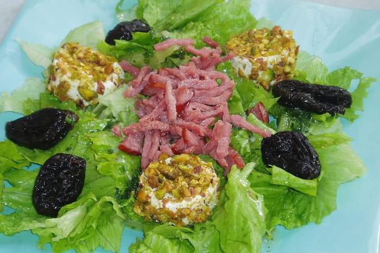 Salade au chèvre, pruneaux et bacon
