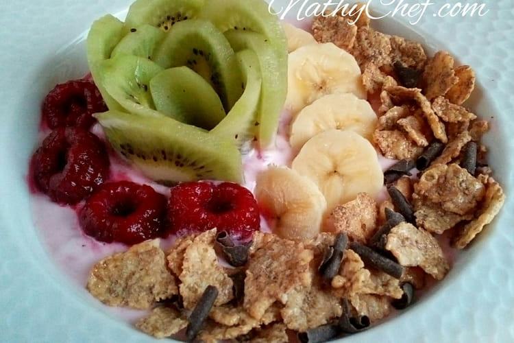 Petit-déjeuner vitaminé fruité healthy et frais