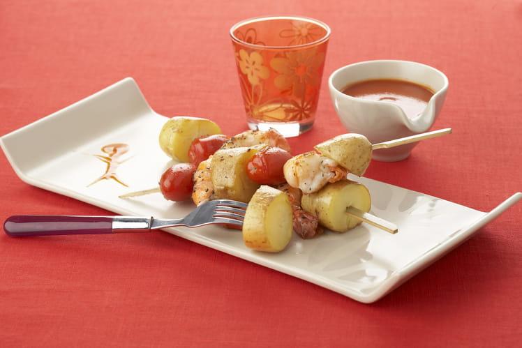 Brochettes de pommes de terre primeurs aux crevettes et tomates cerise
