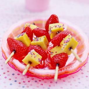 brochette de mangue et de fraises