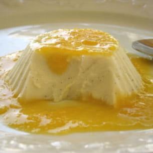 blanc-manger coco-vanille et son coulis de mandarine