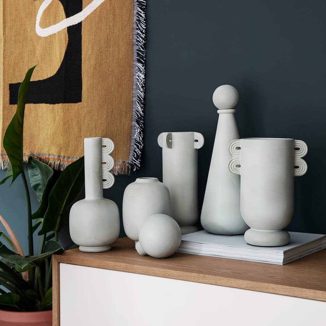 vases-style-antique-doiy