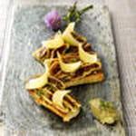 fromage comte tartines de caviar d'aubergine, figues et comtã©