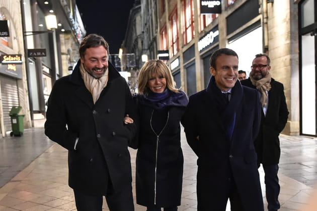 En route pour un meeting à Bordeaux, le sourire aux lèvres