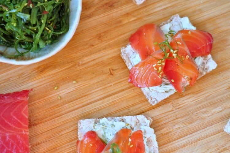Toast saumon gravlax et wakame sésame