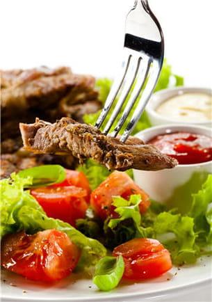 légumes et viande : oui. mais attention aux sauces type béarnaise, mayonnaise...