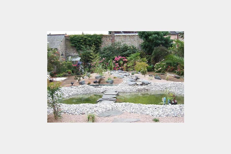 Un bassin en construction ambiance zen dans le jardin for Le jardin normand