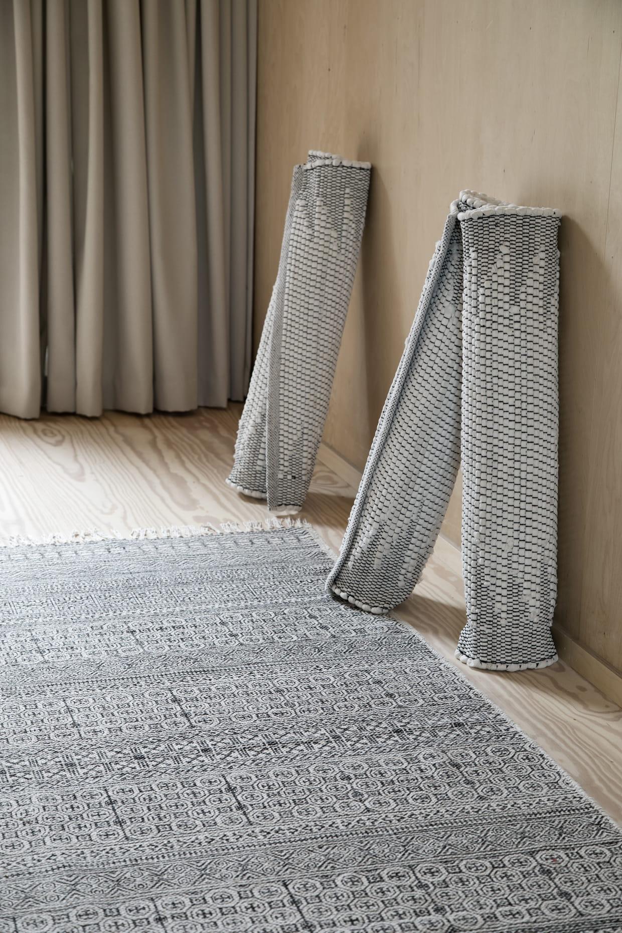 tapis long. Black Bedroom Furniture Sets. Home Design Ideas