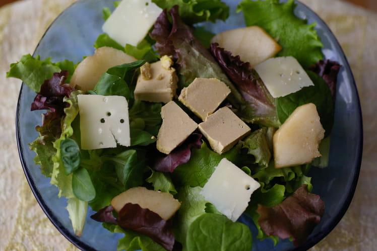 Mesclun aux poires et au foie gras
