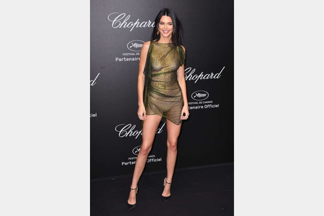 Kendall Jenner: nue, mais habillée