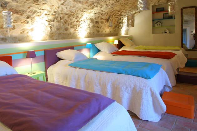 Une chambre dortoir colorée