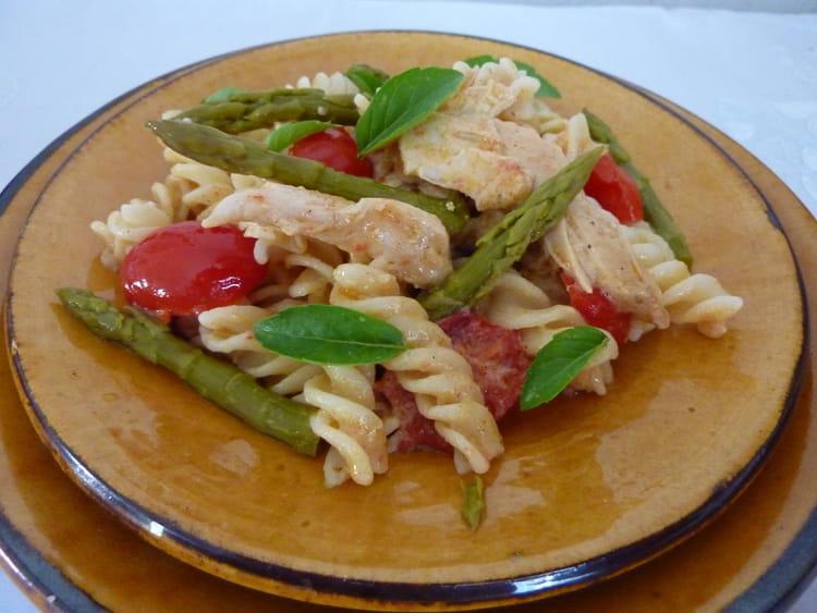 recette de salade de p tes aux asperges vertes et au poulet la recette facile. Black Bedroom Furniture Sets. Home Design Ideas