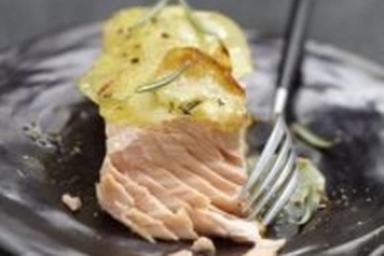 Pavé de saumon braisé, pommes de terre au romarin