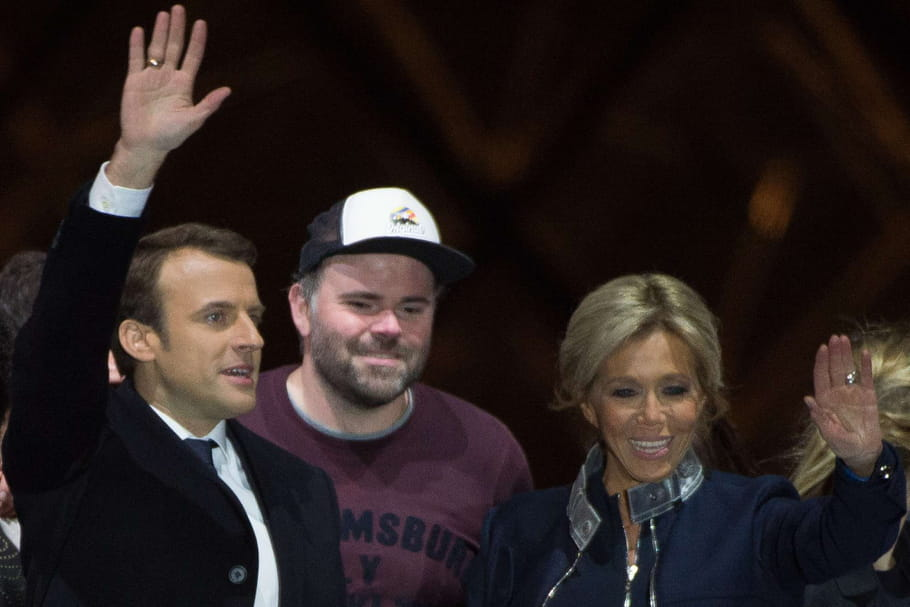 L'homme à la casquette de la victoire de Macron, accusé d'agression sexuelle