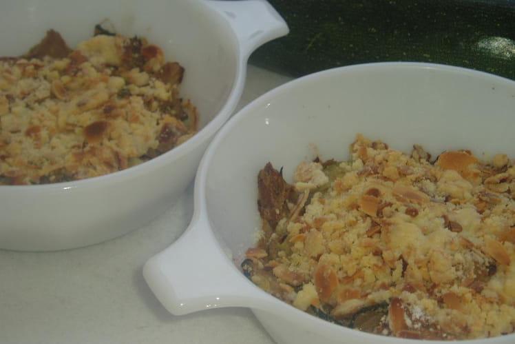 Courgettes au thon, pesto en crumble d'amandes
