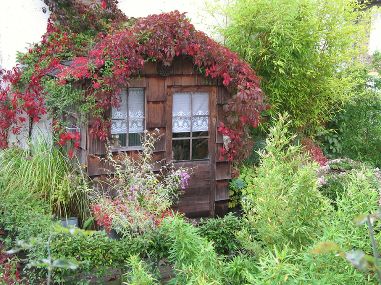 Une cabane au dessus du garage for Cabane de jardin hornbach