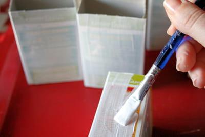 le gesso acrylique permet d'uniformiser le décor des boîtes