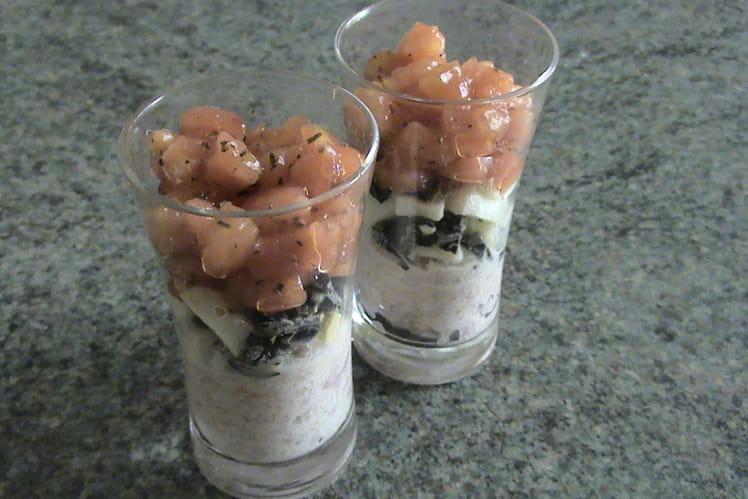 Mousse de jambon, oeufs, olives, tartare de tomates