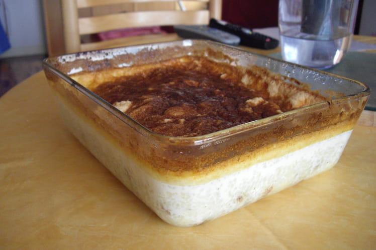 Gâteau de riz aux raisins de Corinthe caramélisé