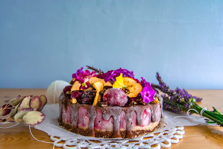 Cheesecake cru au cacao, fraise et banane