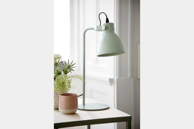 Lampe de table et tasse