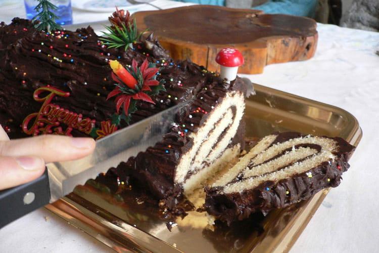 Bûche roulée au chocolat et au rhum
