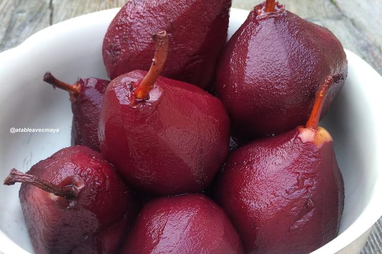 Poires pochées au vin rouge et aux épices