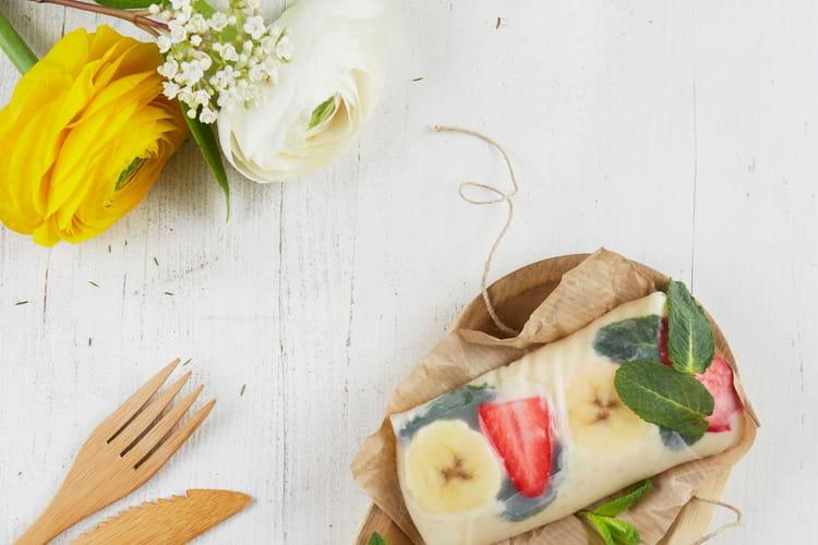 Rouleaux de printemps au riz au lait, banane, fraise et menthe