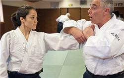 avant toute chose, l'élève doit apprendre les techniques de défense de l'aïkido.