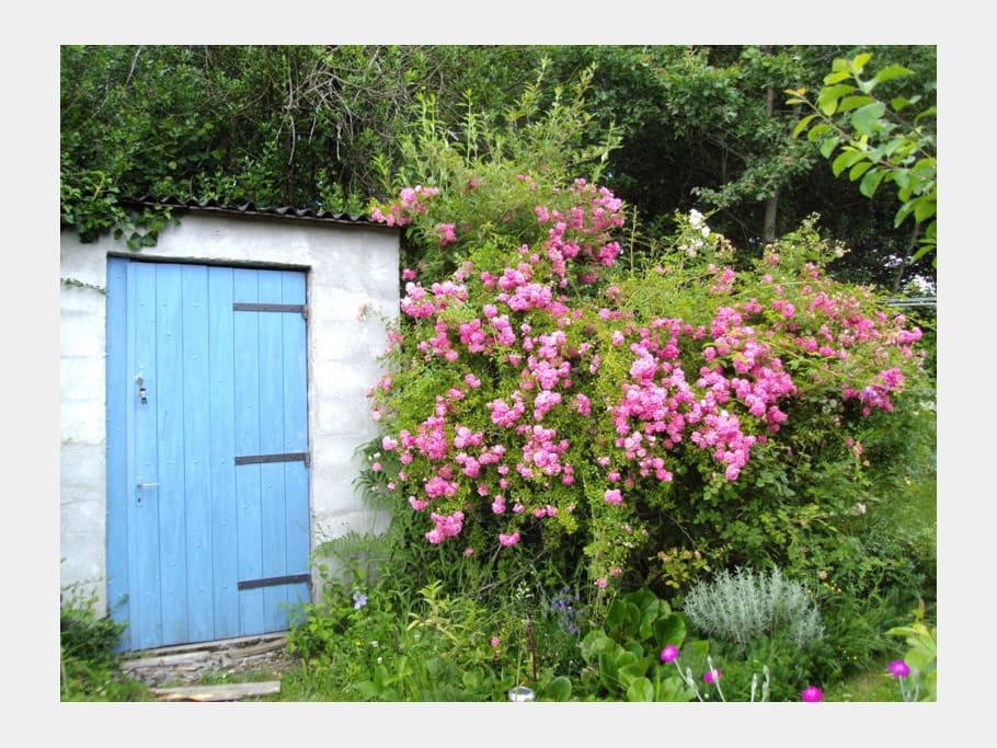 cabane au fond du jardin visitez le jardin anglais de michelle journal des femmes. Black Bedroom Furniture Sets. Home Design Ideas