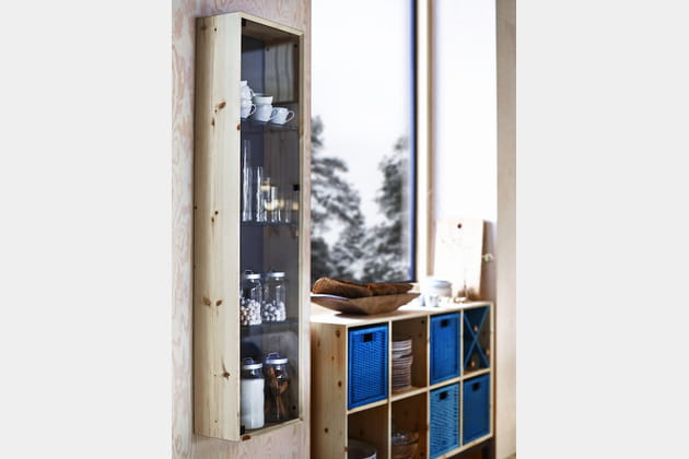 vitrine en bois et verre d 39 ikea. Black Bedroom Furniture Sets. Home Design Ideas